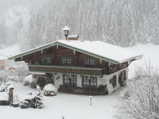 Bei Ankunft zeigt sich Filzmoos und der Krahlenhof im Schneefall