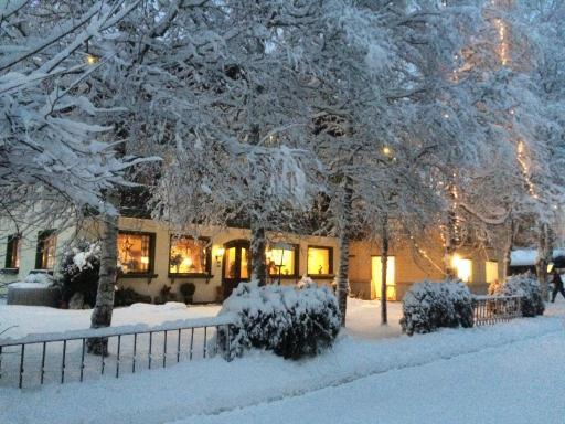 Am Mittwochabend zeigt sich der Krahlenhof richtig winterlich