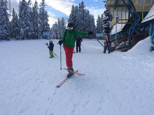 Artis zeigt in seinem 2.Jahr auf Ski schon erste kleine Kunststücke