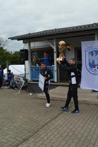 Pokal- & Trikotübergabe an Capitano`s Tim + Nico
